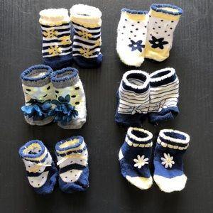 Other - Set of 6 Navy and yellow daisy newborn socks